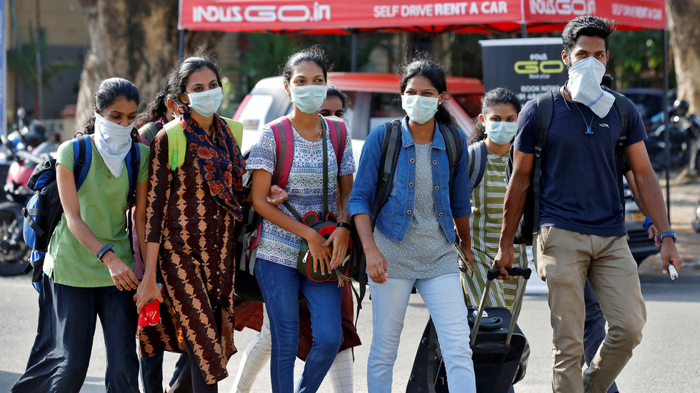 Police in Indian city put on 'high alert' after 5 coronavirus suspects FLEE hospital, sparking chase