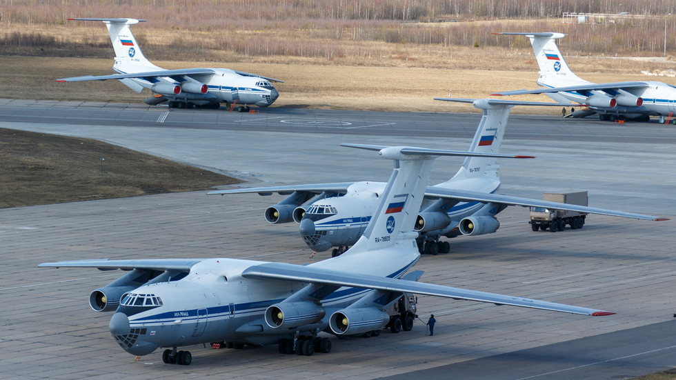 Russian military planes carrying medics and equipment fly to devastated Italy to help combat Covid-19 pandemic (VIDEO)