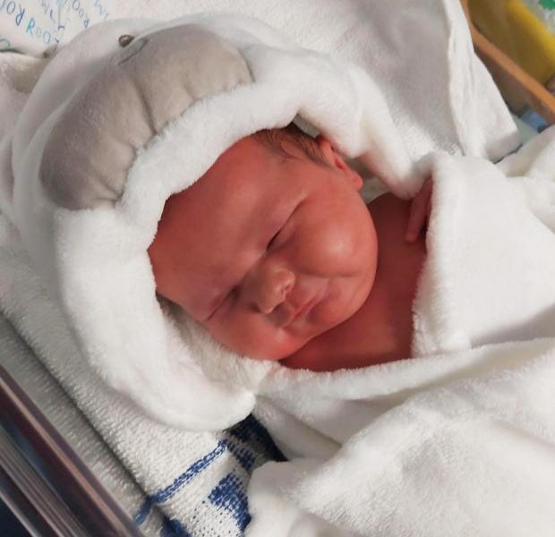 Mum shocked after discovering she was about to offer delivery to certainly one of Britain's greatest infants at routine scan