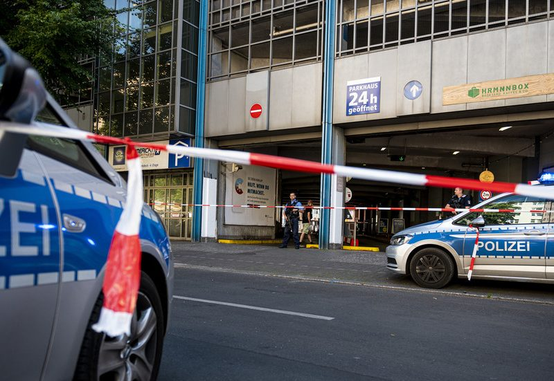 Tried armed theft sees photographs fired after automobile rams Berlin financial institution