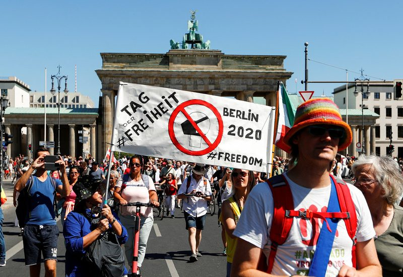 1000's march in Berlin in opposition to necessary masks & Covid-19 measures (PHOTOS, VIDEOS)
